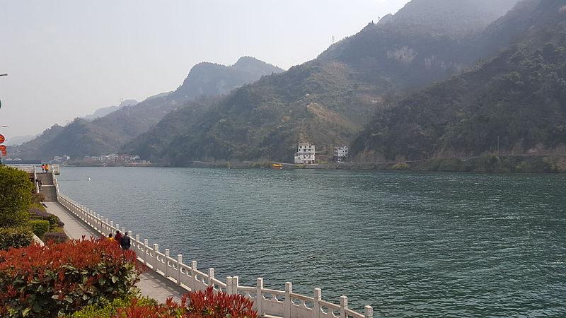Qing river in Changyang 04.jpg