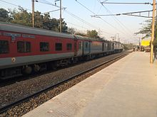 Ranchi Rajdhani passing Anand Vihar with a WAP 7 locomotive.JPG