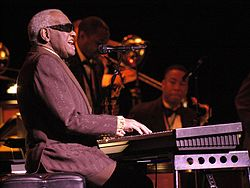 Ray Charles spelar under Festival International de Jazz de Montréal i Montréal, Kanada, 2003