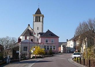 Reckange-sur-Mess - Town center and church
