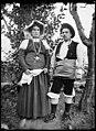 Retrat d'una parella amb vestits típics del país.jpeg