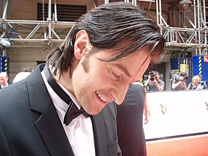 Deutsch: Richard Armitage gibt Fans Autogramme...