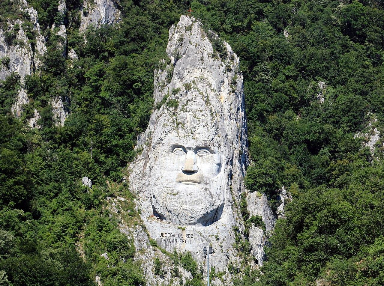 Rock sculpture of Decebalus5.jpg