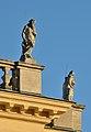 Roof decoration of Schönbrunn palace 01.jpg