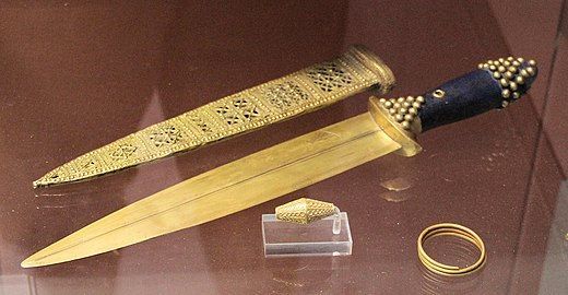 Gold dagger from Sumerian tomb PG 580, Royal Cemetery at Ur. Royal Tombs of Ur Objects from tomb PG 580.jpg