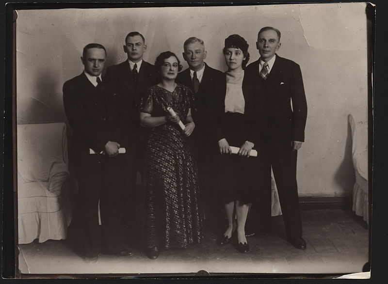 Файл:Russian poets in Harbin (1930s).JPEG