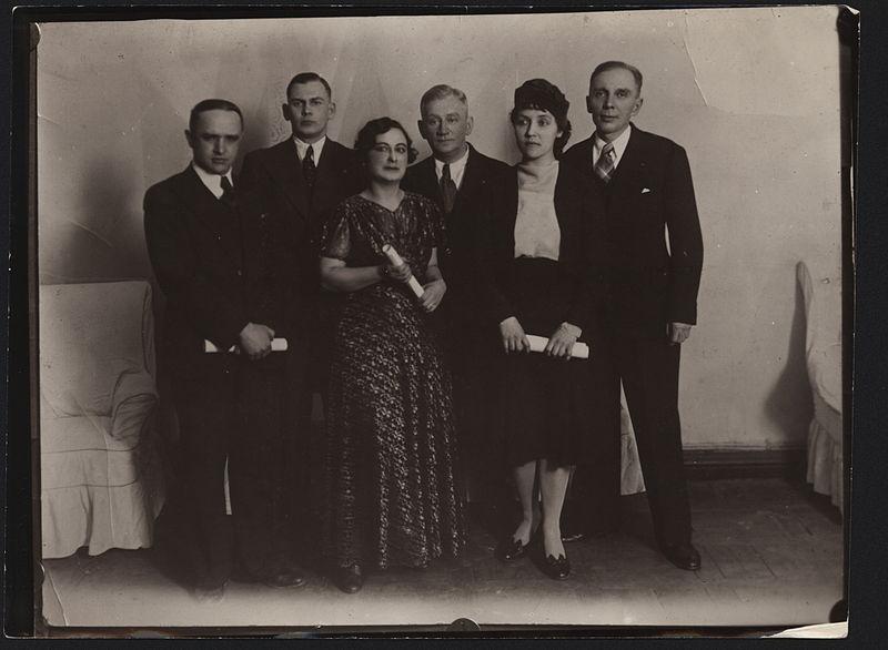 Файл:Russian poets in Harbin (1930s).JPEG