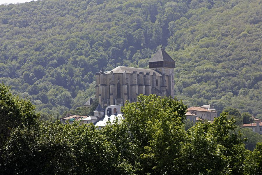 English:  The cathedral of Saint-Bertrand-de-Comminges, view from Valcabrère.