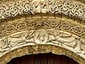 Saintes Abbaye aux Dames - Portal Archivolten 1 Engel Hand Lamm.jpg