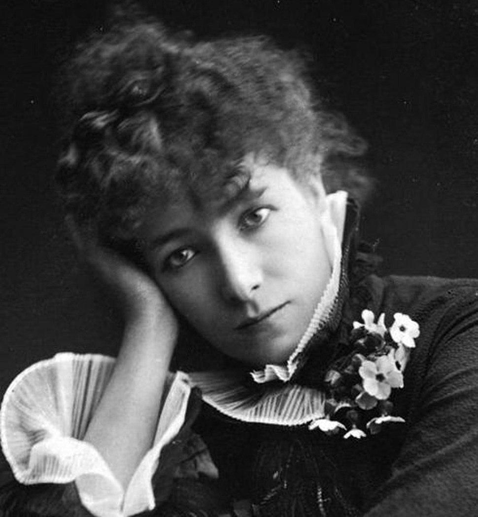 Sarah Bernhardt by Paul Nadar (crop)