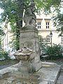 Schnitterinbrunnen Muenchen (schraegansicht).jpg
