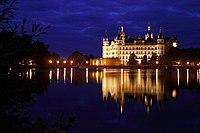 Schweriner Schloss Burgsee.jpg