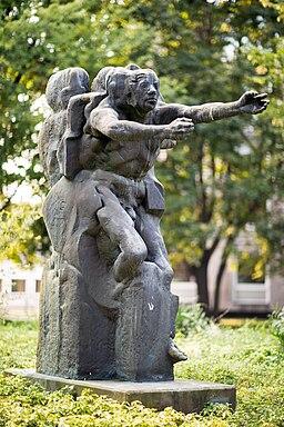 Sculpture Mensch im Aufbruch Bernd Altenstein Waterloostrasse Hanover Germany 01