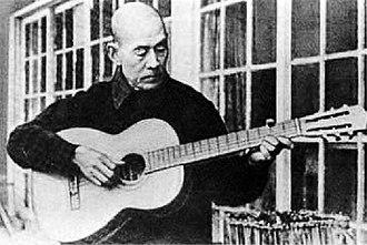 Shigeyoshi Inoue - Inoue playing guitar