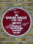 Sir Barnes Wallis CBE FRS 1887-1979 Pioneer of aircraft design lived here 1892-1909.jpg