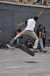 66e36d15f Backside 180 kickflip. Alameda Central