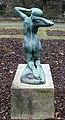 Skulptur Stadtpark Steglitz (Stegl) Erwachsenes Mädchen Julius Limburg 2.jpg