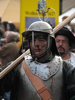 Slag om Grolle 2008-2 - Een piekenier marcheert door Groenlo naar het slagveld