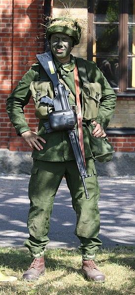 File:Soldat m59 Revinge 2015.jpg