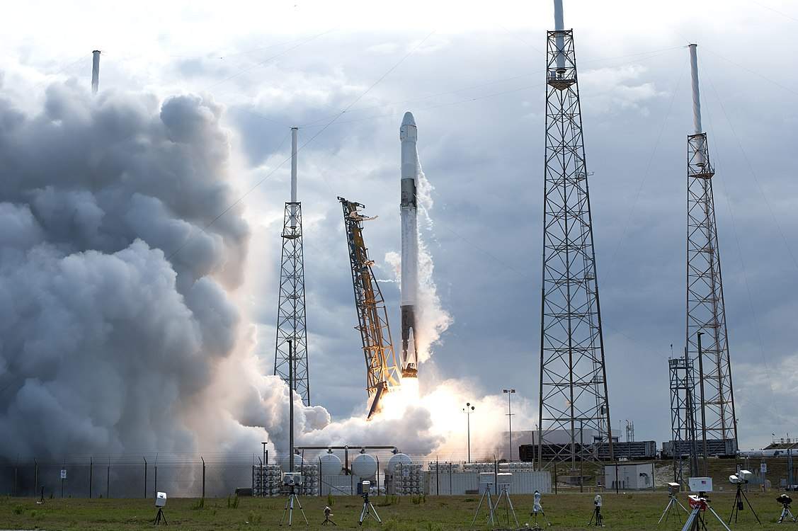 SpaceX CRS-14 Falcon 9 rocket lifts off (KSC-20180402-PH AWG01 0021).jpg