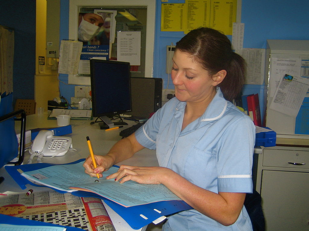 By goodcatmum - originally posted to Flickr as Staff Nurse Andrea writing up her notes., CC BY-SA 2.0, https://commons.wikimedia.org/w/index.php?curid=4595591