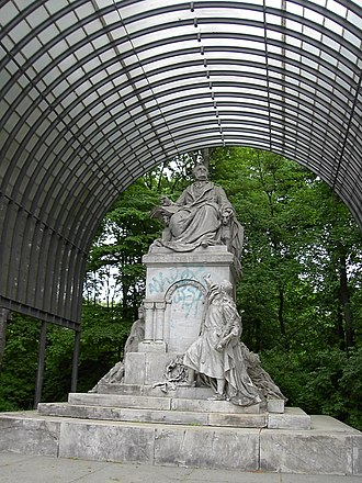 Tiergartenstraße - The statue of Richard Wagner