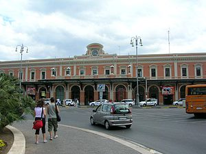 Bari Centrale railway station - Station façade
