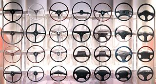 Steering wheel type of steering control in vehicles and vessels (ships and boats)