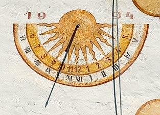 Steindorf am Ossiacher See Tiffen Pfarrkirche Sonnenuhr 20042016 3089.jpg