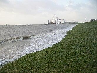 North Sea flood of 2007 - Image: Sturmflut in Bremerhaven noerdlicher Deich