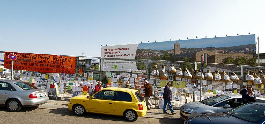 Werbung für Stuttgart 21 im Bereich des ehemaligen Hauptbahnhof-Nordflügels