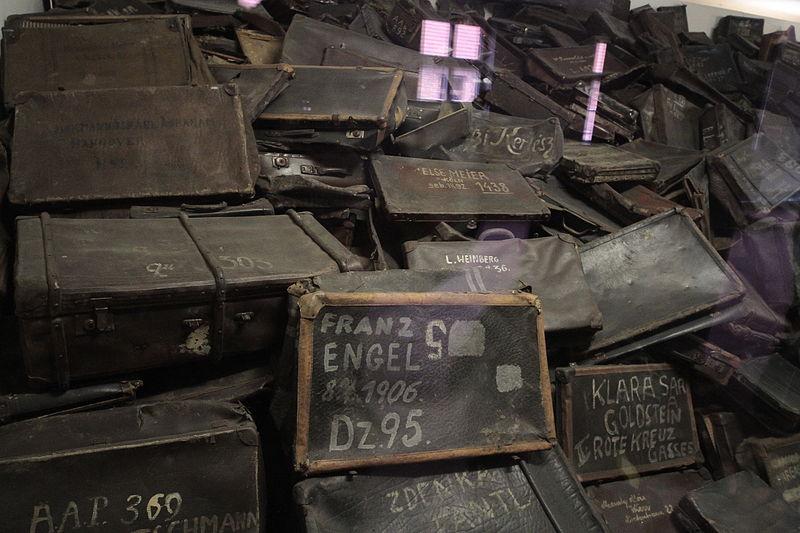 File:Suitcases of Auschwitz detainees (Auschwitz museum).JPG