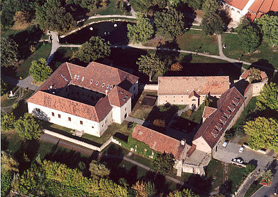 http://upload.wikimedia.org/wikipedia/commons/thumb/1/11/Szerencs_-_Castle.jpg/400px-Szerencs_-_Castle.jpg