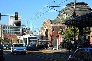 Tacoma Link approaches Union Station, S 19th.jpg