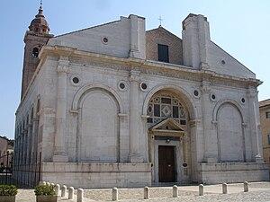 La facciata del Tempio