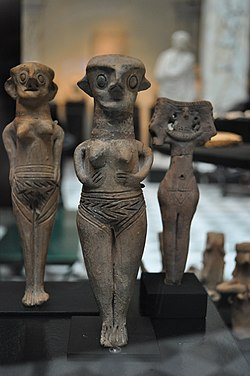 Three nude female figurines - Medelhavsmuseet - NM Ant 1740.JPG