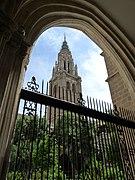 Toledo - Catedral - Claustro y torre.JPG
