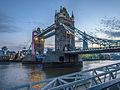 Tower Bridge in twilight (10045388595).jpg