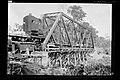 Trabalhadores e Guindaste de Obras, a Vapor, na Construção de Ponte, sobre Afluente do Rio Madeira - 1433, Acervo do Museu Paulista da USP.jpg