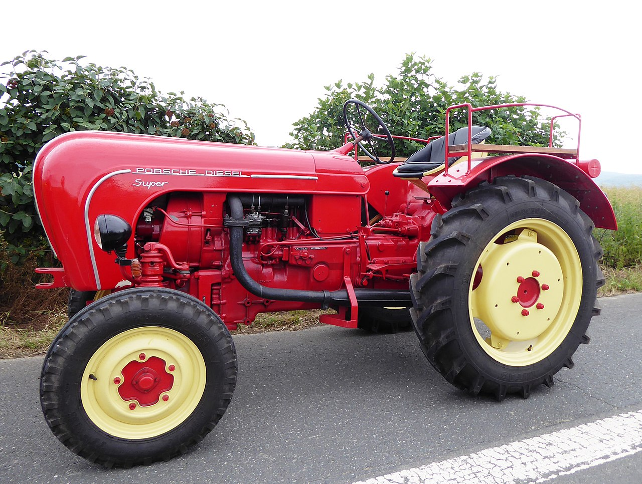 1280px-Traktor_PORSCHE_Diesel_Super.jpg