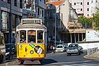 Tram 28 (34819842402).jpg