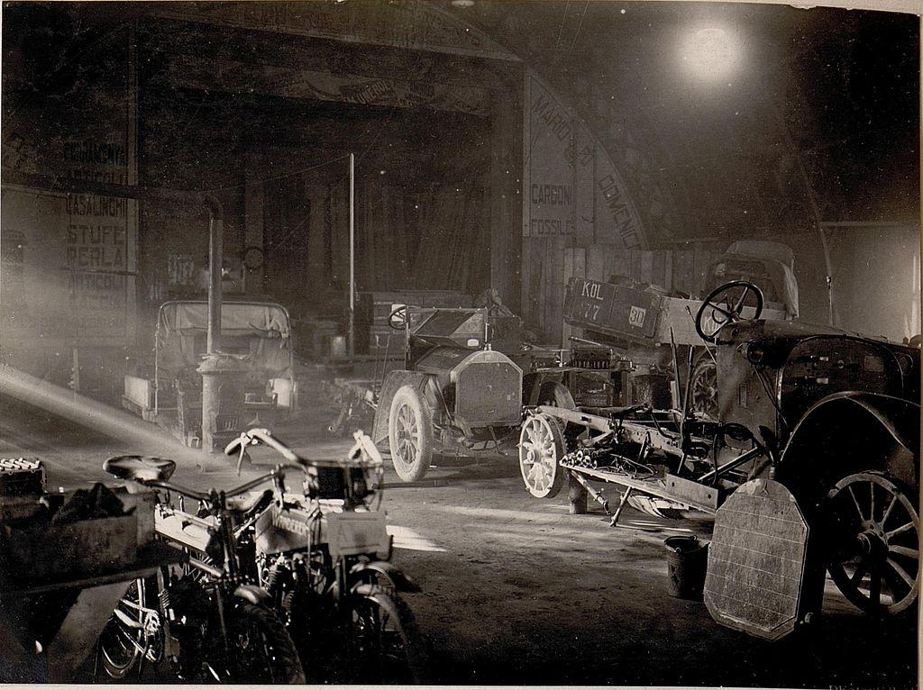 Trient.Inneres der Auto-Garage. (BildID 15636891)