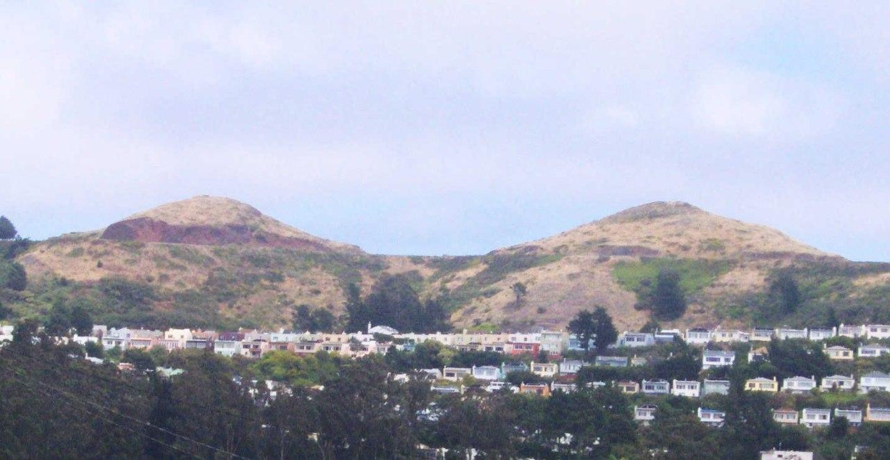 https://upload.wikimedia.org/wikipedia/commons/thumb/1/11/Twin_Peaks-San_Francisco.jpg/1280px-Twin_Peaks-San_Francisco.jpg