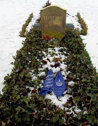 Ernst Udet - Ernst Udet's grave in Invalidenfriedhof Cemetery, Berlin