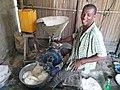 Un meunier à Djeffa au Bénin.jpg