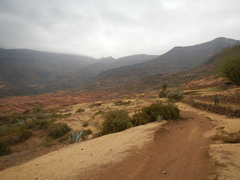 File:Unnamed Road, Kokolia, Lesotho - panoramio.jpg