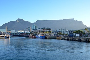 V&A Waterfront and Table Mountain (2016).jpg