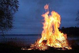 Вальпургиевый костёр на озере Рингсьён[en] в Швеции (2008 год)