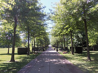Vander Veer Botanical Park - Image: Vander Veer Botanical Park Grand Allee South