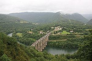 Ligne du Haut-Bugey - Cize-Bolozon station and viaduct